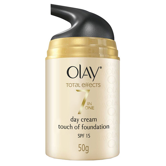 Olay Total Effect 7 In One Day Cream Touch Of Foundation SPF 15 (50 G)